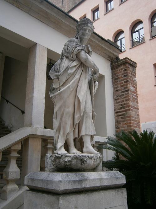 Statua della vecchia Padova